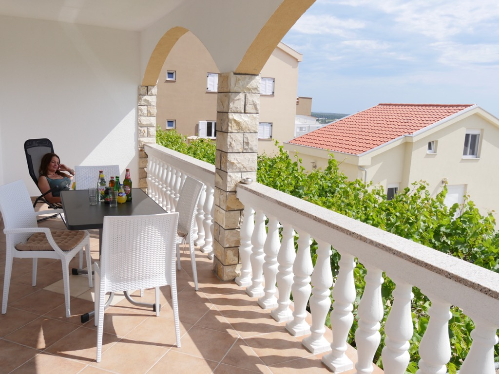 große-terrasse-zrce-beach-novalja
